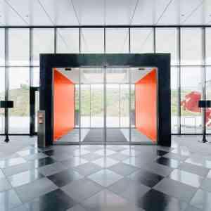 تعمیر و نصب درب اتوماتیک شیشه ای 300x300 - درب اتوماتیک ارزان تعمیر